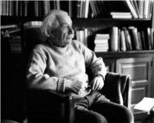 爱因斯坦建议罗斯福抢在德国之前制原子弹